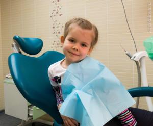 Первый визит к стоматологу. Вылечили зубик.