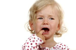 Чаще ребенок плачет до лечения, а не после него. Ему страшно.